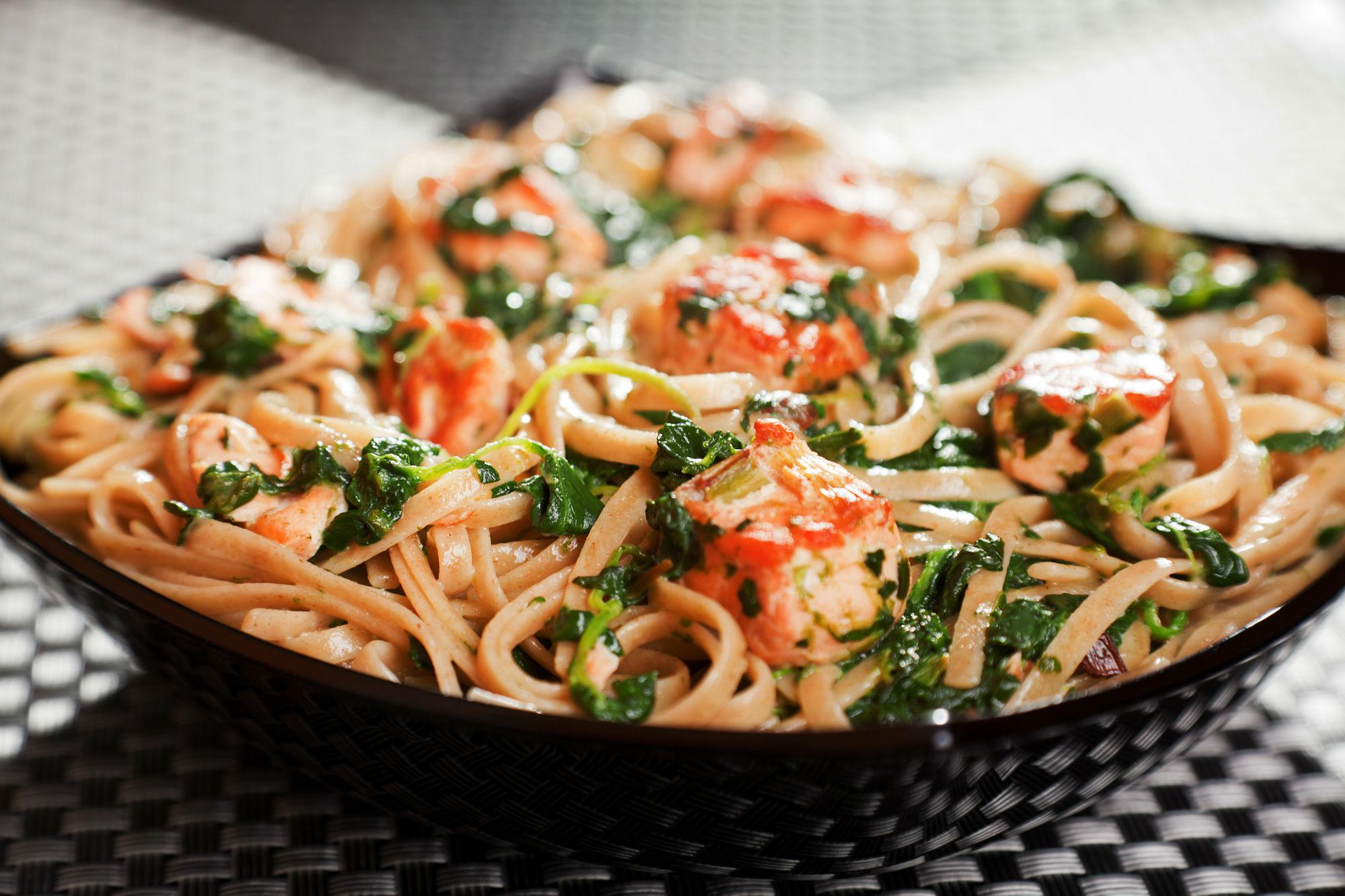 pasta met gerookte zalm en tomaat